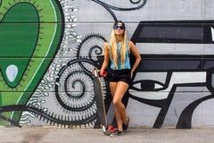 Skateboardfahrermädchen Lizenzfreies Stockfoto