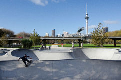 Skateboarding - воссоздание и спорт стоковое фото