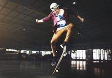 Skateboarding концепция спорт фристайла практики весьма стоковое фото rf