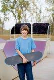 skateboarding мальчика подростковый Стоковое Изображение