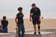skateboarding на пляже Венеции Стоковое Фото