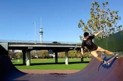 Skateboarding - воссоздание и спорт стоковое фото rf