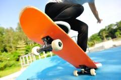 skateboarding stock foto's