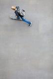 Skateboarding adolescente del muchacho Fotografía de archivo