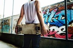 Skateboarding begrepp för sportar för övningsfristil extremt Arkivfoton