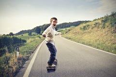 Skateboarding d'enfant photographie stock libre de droits