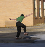 Skateboarding da criança fotos de stock royalty free