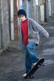 Skateboarding de garçon Photo libre de droits