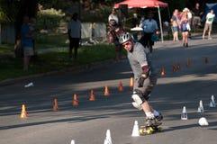 Skateboarding de slalom du monde Photographie stock