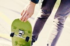 Skateboarding del giovane Immagine Stock