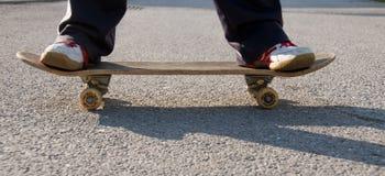 Skateboarding do adolescente Foto de Stock