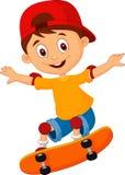 Skateboarding dos desenhos animados do rapaz pequeno Imagem de Stock Royalty Free