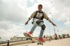 Skateboarding i Addis Arkivbild