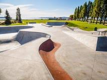 Skateboarding parkerar på havkusten Royaltyfri Fotografi