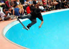 Skateboarding in a pool Royalty Free Stock Photos