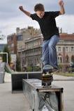 Skateboarding praticando do menino Foto de Stock Royalty Free