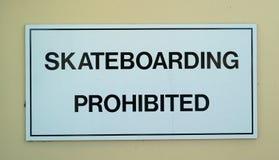 Skateboarding prohibited sign Royalty Free Stock Photos