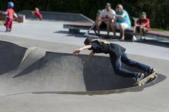 Skateboarding - recreação e esporte Imagens de Stock Royalty Free