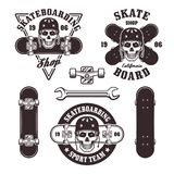Skateboarding uppsättning av vektoremblem och beståndsdelar Vektor Illustrationer