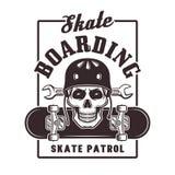 Skateboarding vektortryck med skallen i hjälm Stock Illustrationer