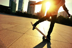 Skateboarding woman Royalty Free Stock Photography
