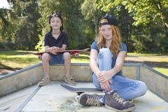 Skateboardjonge geitjes stock afbeelding