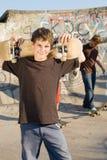 Skateboardjungen stockbild