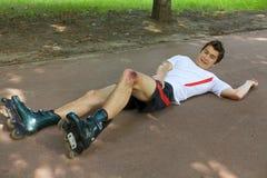 Skateboradåkare som såras och gripas benet Royaltyfria Foton