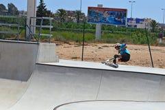 Skatepark滑行车特技 库存照片
