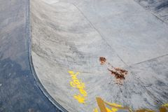 Skatepark fez de concreto com grafittis imagem de stock royalty free