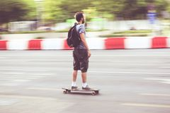Skater da velocidade na estrada foto de stock royalty free