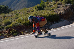 skater em declive do longboard rápido Foto de Stock Royalty Free