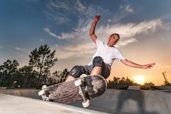 Skater em uma associação concreta Imagem de Stock
