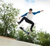 Skater en el skatepark Imagen de archivo libre de regalías