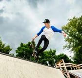 Skater en el skatepark Fotos de archivo libres de regalías