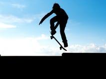 Skater no céu Fotografia de Stock Royalty Free