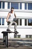 Skater que faz uma corrediça Fotografia de Stock