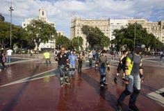 Skateres do rolo em Barcelona, Espanha Fotos de Stock