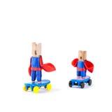 Skateres viejos y de la juventud de la pinza Concepto del deporte de equipo Super héroes patinadores Héroe en trajes azules, rojo fotos de archivo