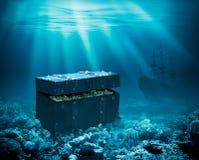 Skatter på havsbottnen Sjunken bröstkorg med guld och skeppet under illustration för vatten 3d arkivbilder
