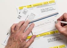 Skattform 1040-ES för USA IRS Arkivbilder