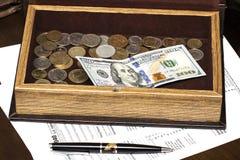 Skattform för USA 1040 med pennan Fotografering för Bildbyråer