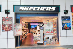 Skechers shoppar i hong kveekoong Arkivfoton