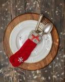 Sked, gaffel och kniv som staplas upp på en starry bakgrund Royaltyfri Fotografi