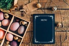 Sked med gaffeln och påskägget Arkivfoto