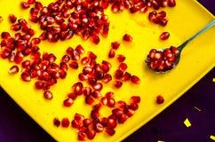 Sked med granatäpplet för en sund livsföring Royaltyfri Fotografi