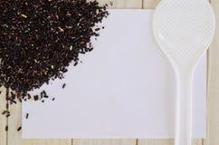 Sked med organiska svarta lösa ris Fotografering för Bildbyråer