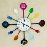 Sked och gaffel för kökklockahäxa fotografering för bildbyråer