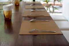 Sked och gaffel på bordduk Royaltyfri Foto