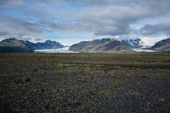 Skeidararsandur с взглядом к леднику и горам Vatnajokull Стоковое фото RF